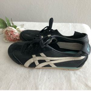 Tiger By ASICS - Size 8
